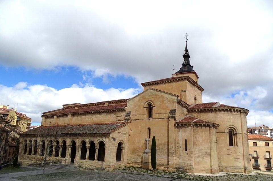 galeria porticada exterior Iglesia de San Millán Segovia 01