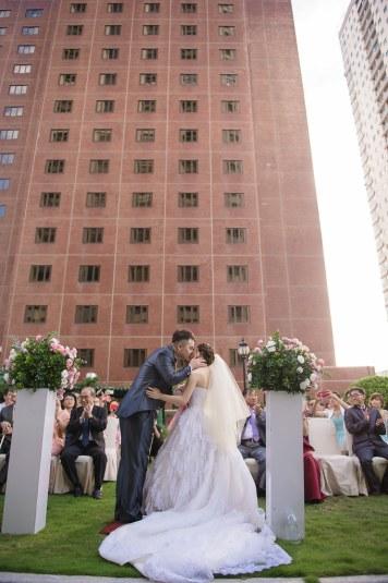 高雄國賓飯店,Ambassador Hotel,婚攝優哥,Corrine,新祕明華,SayYes 我願意經典樂團,White wedding 白色婚禮手工婚紗