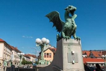 Het symbool van de stad is deze draak. Hij zit in het stadswapen en heeft een eigen brug.