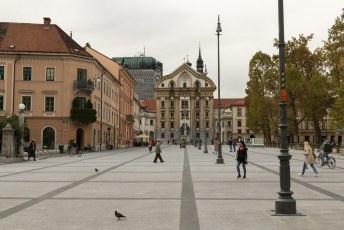 De Ursuline Heilige Drieëenheidskerk aan de Sloveniëstaat naast het Congrespark.