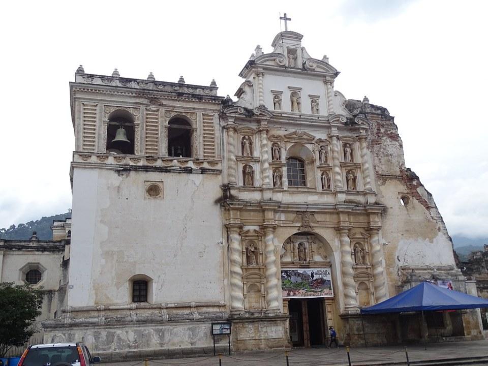 exterior Iglesia de San Francisco El Grande Antigua Guatemala 01