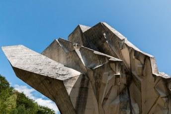Ter nagedachtenis aan de slag om Tjentiste met de Nazis, de Joegoslaven ontsnapten maar er waren toch 7000 burgerdoden.