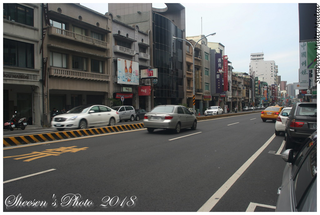 IMG_5609 | 臺南市街景 - 中正路 / 今日的末廣町 - 一樣招牌林立 Tainan Street View … | Flickr