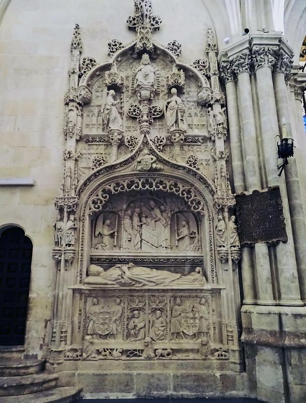 Catedral de Burgos Trasaltar y Girola sepulcro del arcediano Pedro Fernandez de Villegas en Girola