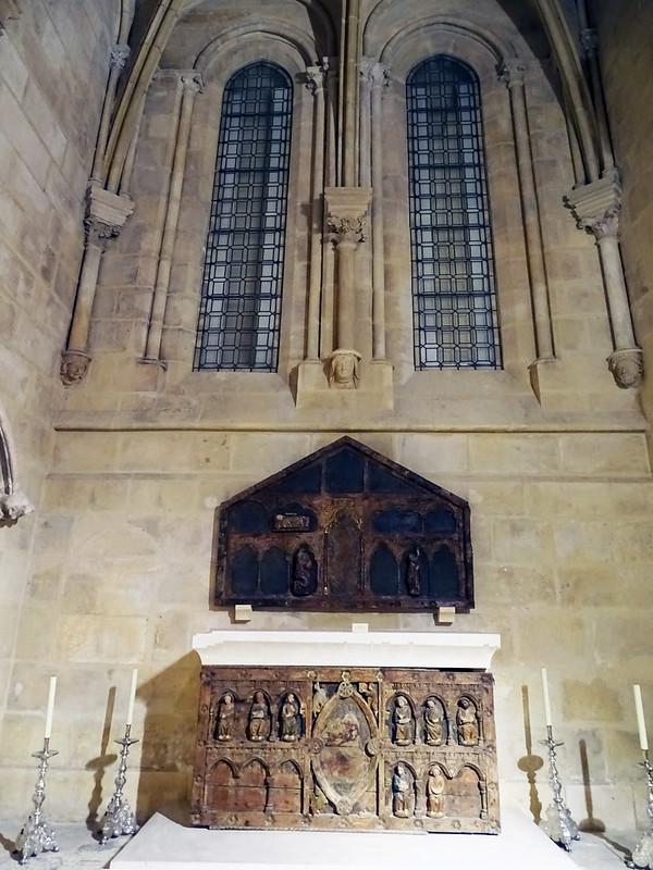 Catedral de Burgos Retablo romanico y altar Capilla de San Nicolas