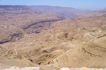 Vervolgens reden we snel verder naar Karak via de Wadi Mujib rivier.