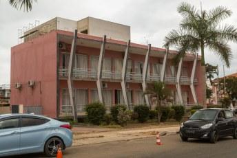 In het centrum staan veel gebouwen in jaren vijftig stijl.