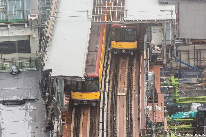 Trenes en la estación de Shibuya, vistos desde el mirador del Shibuya Hikarie