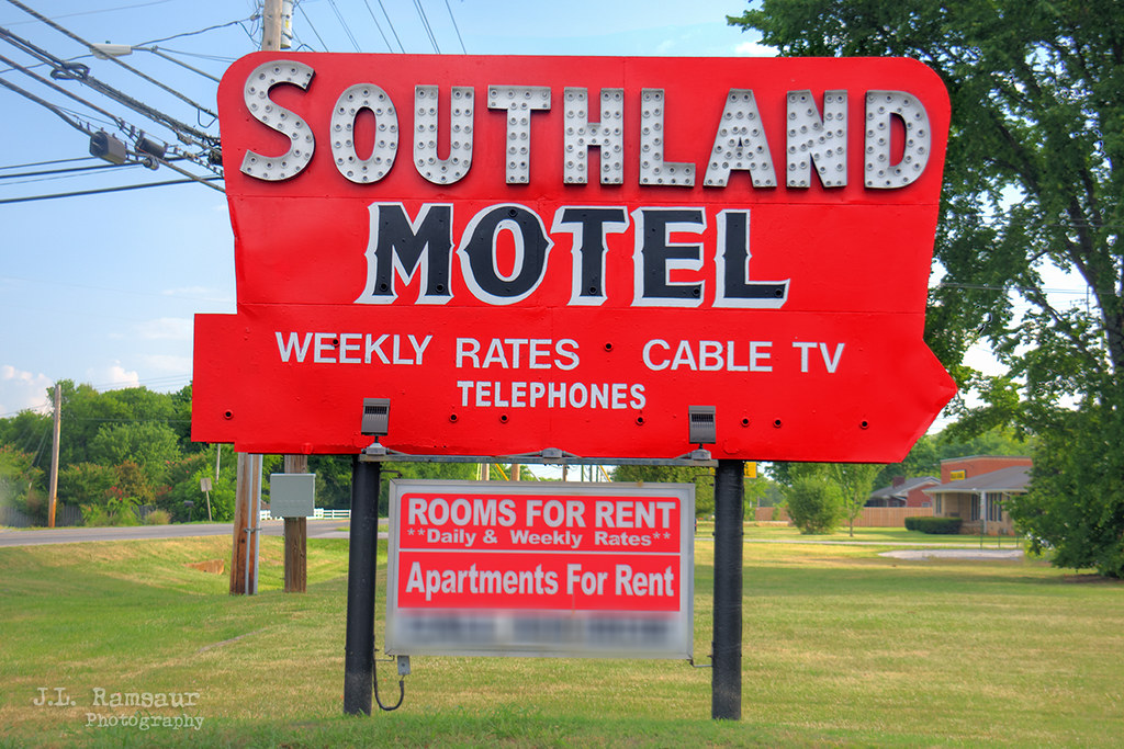 Southland Motel sign - Lebanon, Tennessee
