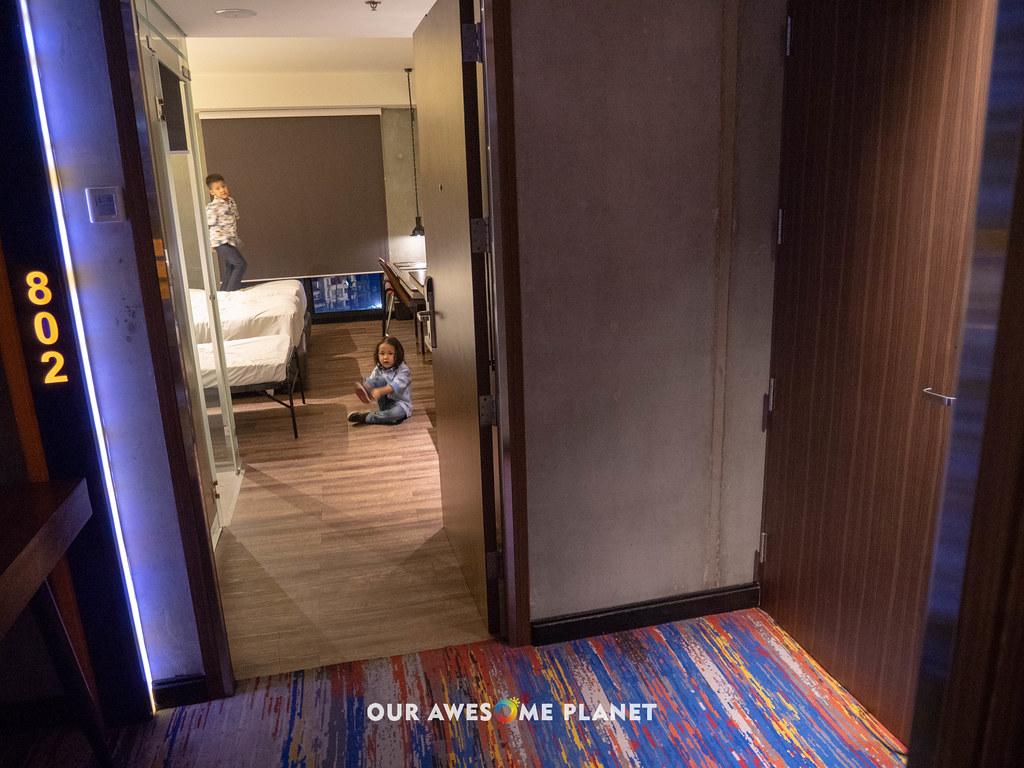 B Hotel Room 802-4.jpg