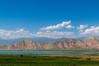 Af en toe lijken de bergen en rivieren onnatuurlijk.