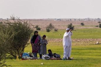 Een stukje verderop zaten overal families te picnicken op de enige grasveldjes die we in Qatar zagen.
