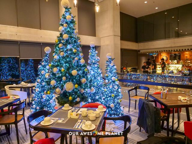 B Hotel Lobby-2.jpg