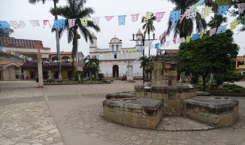 Parque Central exterior Iglesia de San Jose Obrero en Copan Ruinas Honduras