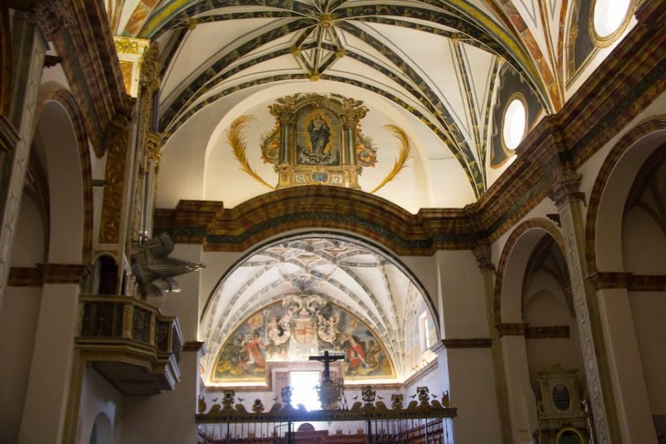 boveda y techo del coro y organo interior Catedral del Salvador de Albarracin Teruel