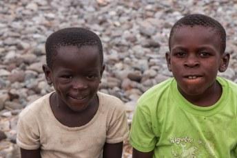 Deze jongens smeekten om een foto, maar wilden daar vervolgens natuurlijk wel voor betaald worden.