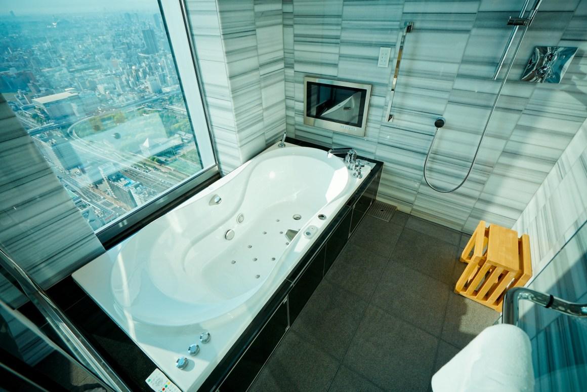大阪萬豪都酒店 高層無敵景觀的浴室 按摩浴缸