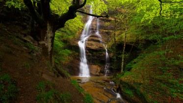 La cascada escondida