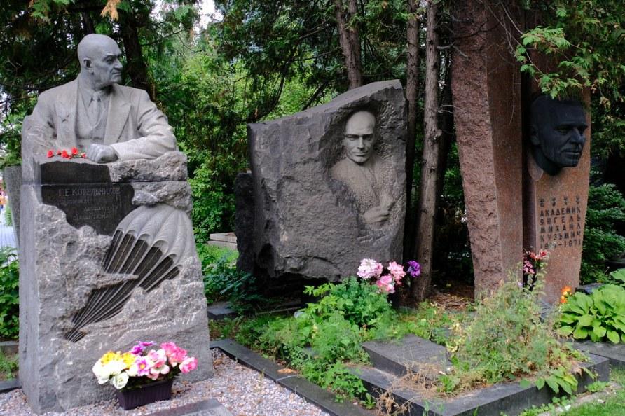 XE3F4297 - Cementerio Novodévichi, Moscú - Novodevichy Cemetery, Moscow - Новоде́вичье кла́дбище, Москва