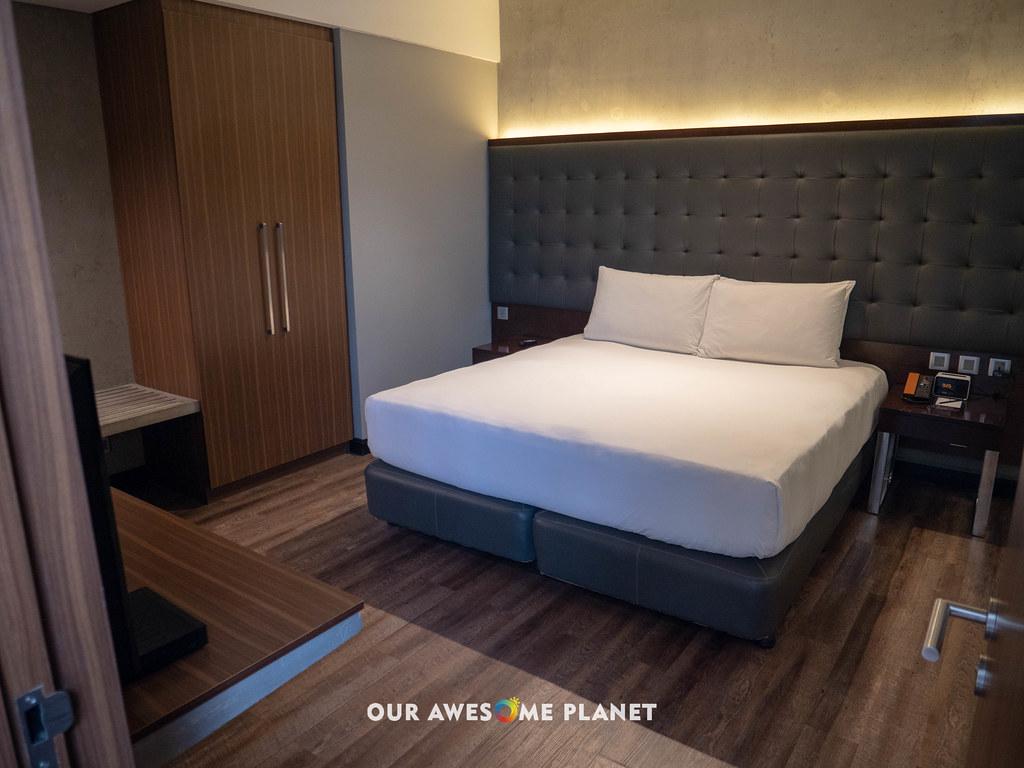 B Hotel Room 801-3.jpg