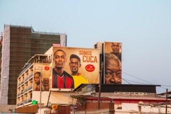 Het bier in Angola heet Cuca, dat vond Lucía erg grappig want in Colombia is dat straattaal voor kut. 'Somos' betekent: 'Wij zijn..'