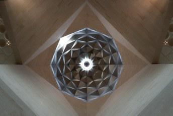 Het museum zelf is al de moeite waard, wat een prachtig gebouw, ontworpen door de Vietnamese Amerikaan I.M. Pei.