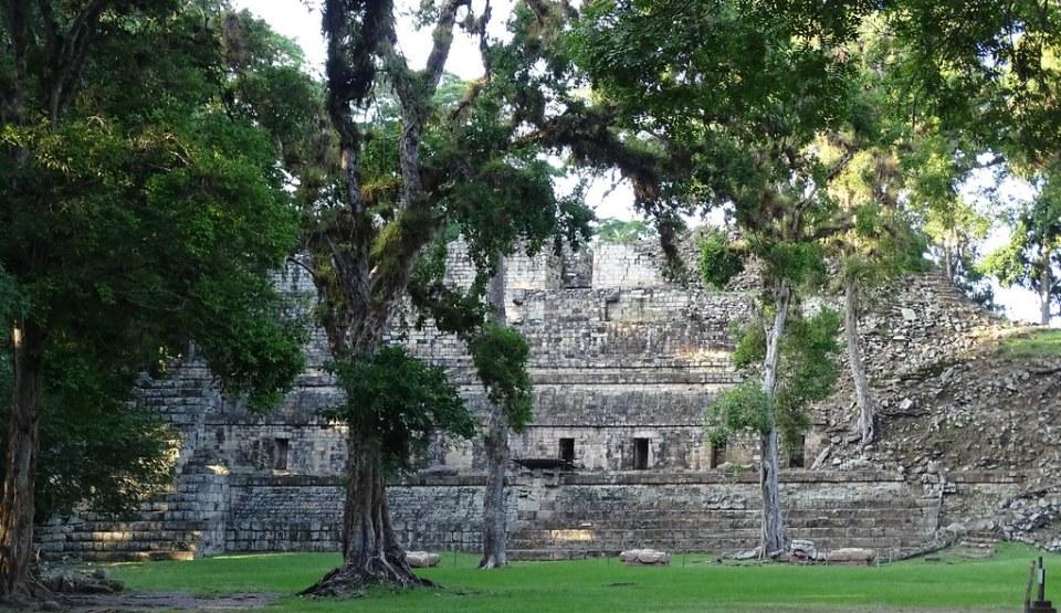 Estructura 11 Templo de las Inscripciones plaza de occidental de la acropolis sitio arqueologico Maya de Copan Honduras 01