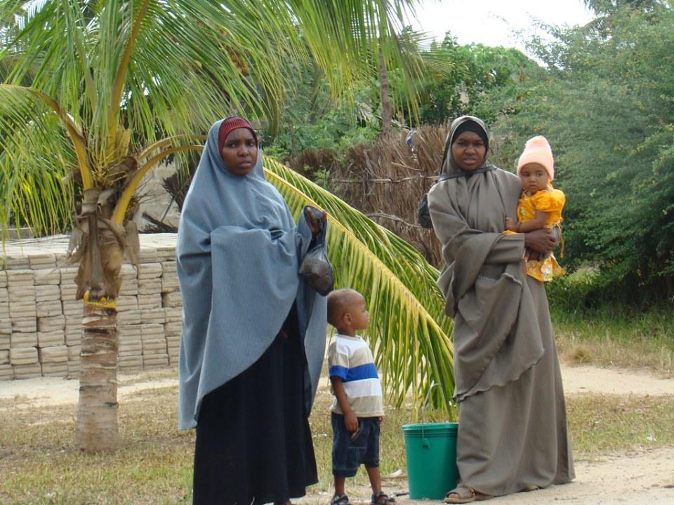 mujeres con hijo su gente Zanzíbar Tanzania 28