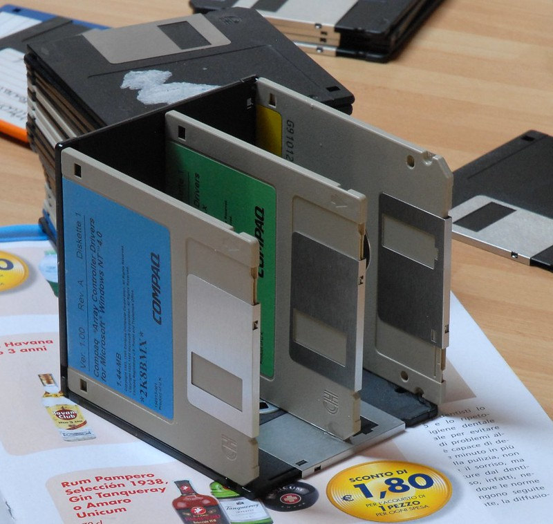 Portamatite di floppy / Floppy pen holder 4/5