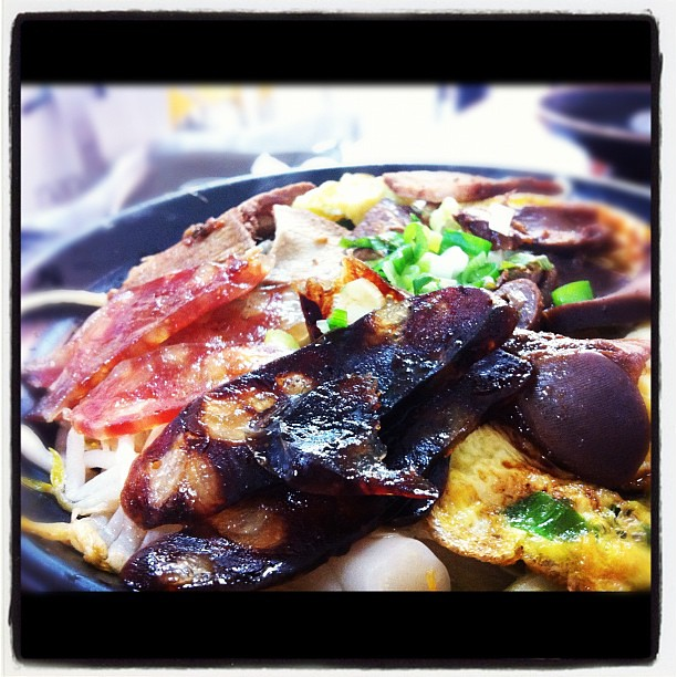 叉燒臘腸煲仔飯!超級美味!就在苗栗(≧∇≦)   LaQueen173   Flickr