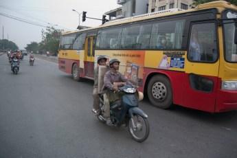 Scooter und Bus
