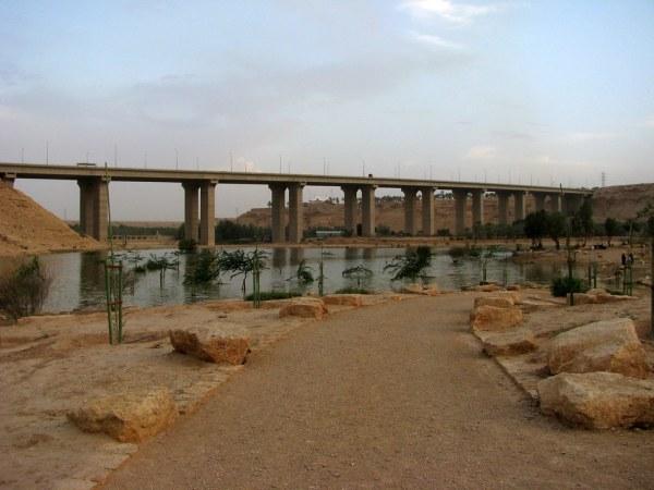 Secret lake? Why not! Let's explore Riyadh's Secret Lake. Source: Flickr
