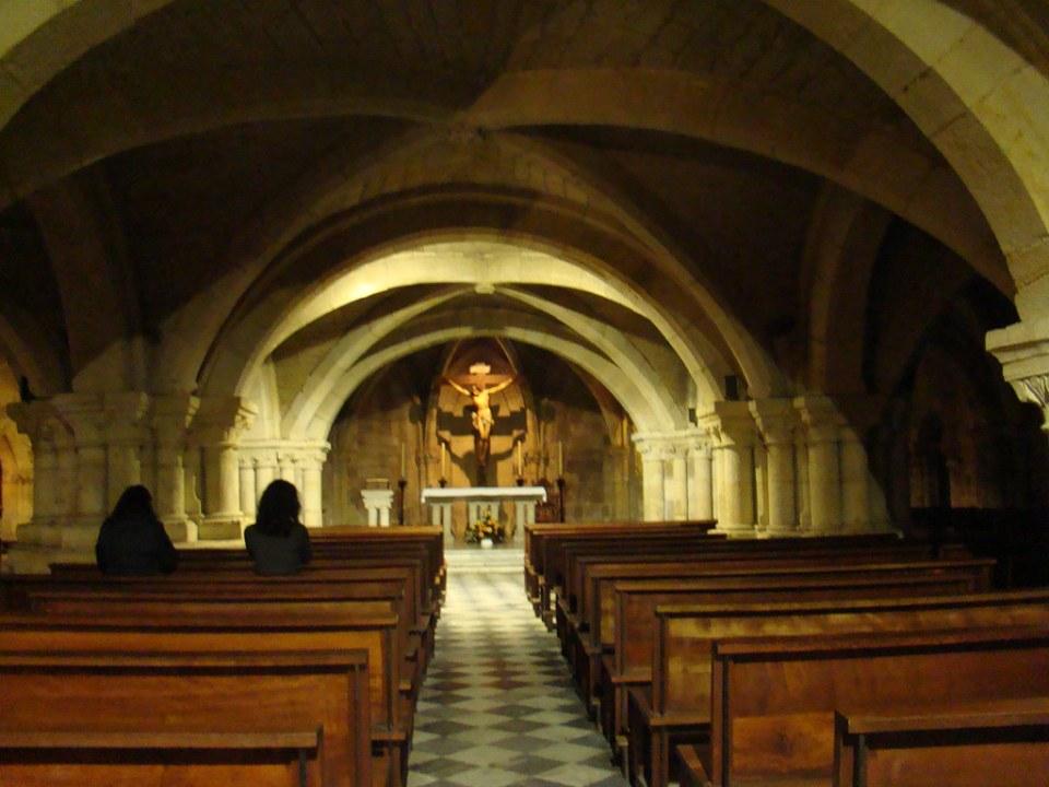 altar mayor bovedas nave central de Iglesia Baja o del Cristo de la Catedral de la Asuncion de Nuestra Señora Santander Cantabria 04
