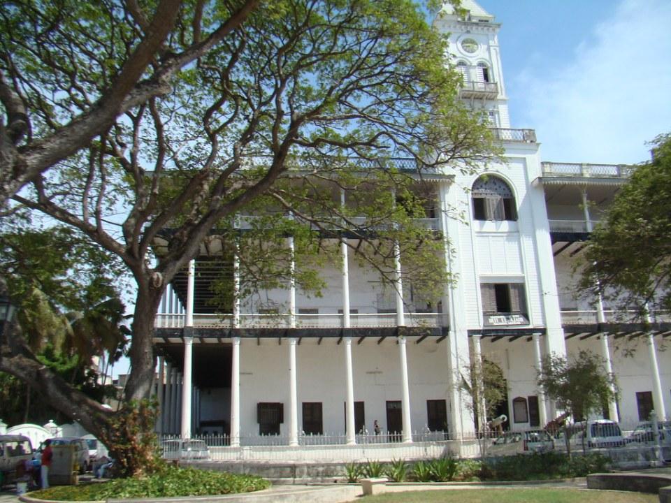 edificio exterior palacio Casa de las Maravillas Museo de Historia y cultura de Zanzíbar y Costa suajili o Swahili Stone Town Zanzibar Tanzania 02