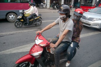 Boys auf Scooter 2