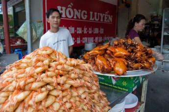 Gelber Reiskuchen mit Krabbe und Ente