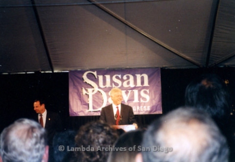 P338.028m.r.t 2000 Democratic National Convention Los Angeles: President Bill Clinton at a delegate party, standing at a podium in front of a Susan Davis for Congress sign