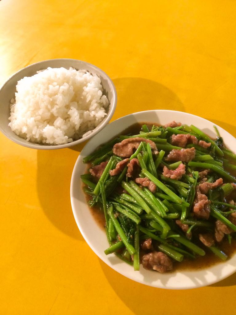 炒牛肉 at 牛媽媽 (寧夏夜市)   NT$100/US$3.32. Stir fried beef. 沙茶味道很重.…   雨笙   Flickr