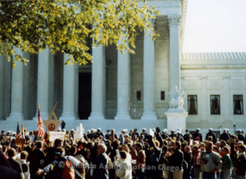 P019.229m.r.t Second March on Washington 1987: Crowd gathered outside U.S. Supreme Court