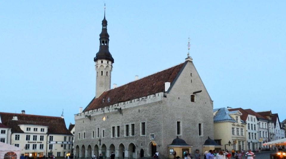 Plaza del Ayuntamiento Tallin Estonia 01
