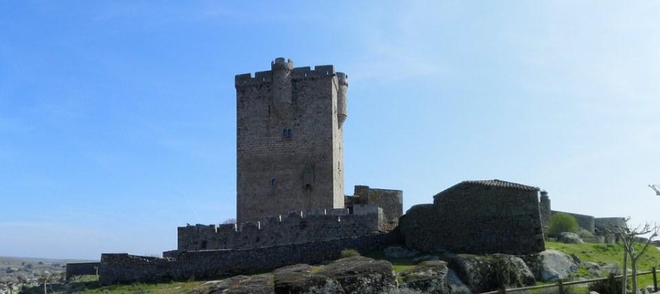 Castillo Torre del homenaje San Felices de los Gallegos Salamanca 01