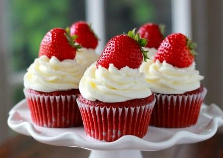 Strawberry-Red-Velvet-Cupcakes1