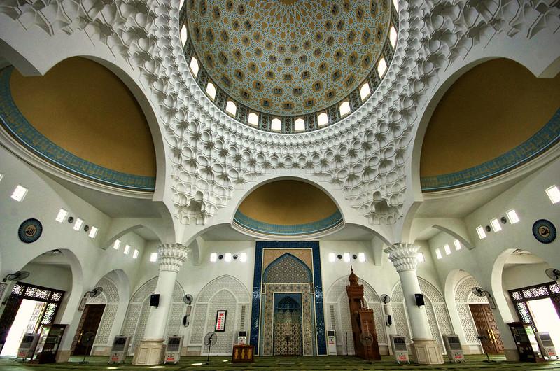 masjid albukhary interiors in alor setar