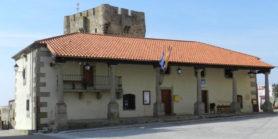 Plaza España Ayuntamiento y Castillo Torre del Homenaje Sobradillo Salamanca 06