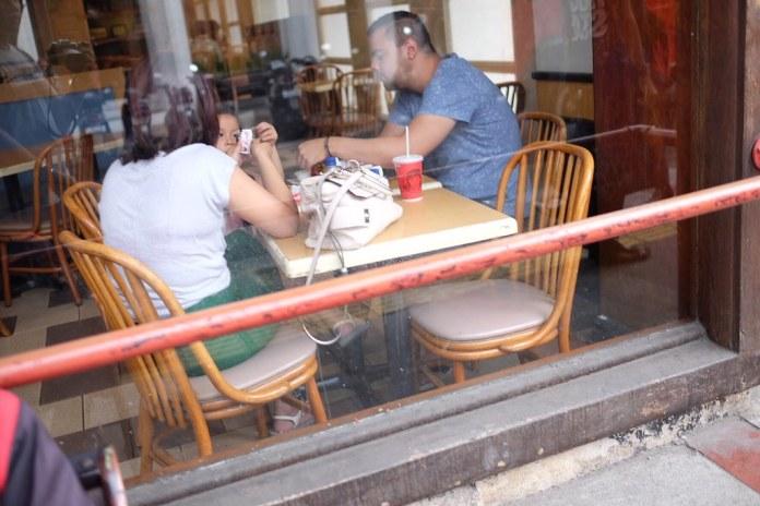 Having lunch with family at Braga Street, Bandung, Indonesia  #streetphotography #captureonstreet #terfujilah #fujifilm #braga #bragabandung #bandung #jalanjalanbandung #bandungstreet