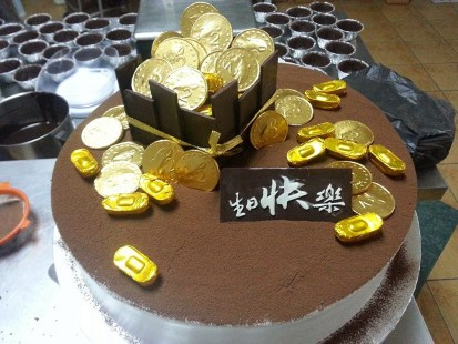 2kg tiramisu with gold coin theme