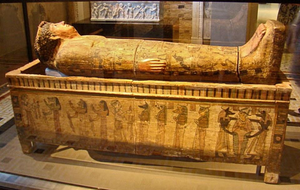 Sarcófago egipcio Museo Nuevo Berlín Alemania 03