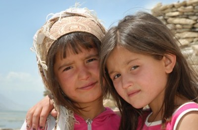 Young Wakhi girls in Vrang (Tajikistan), in fashion pink color, and with nail varnish, altought the nicely fitted scarf on the left head looks more local and is particularly photogenic. © Bernard Grua