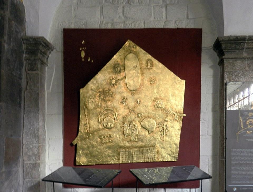 placa de oro representa a las fuerzas que adoraban los Incas Museo Arqueologico de Coricancha en Convento de Santo Domingo Cuzco Peru 06
