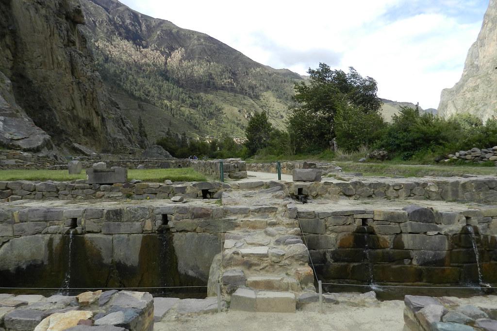 canalizacion de agua fuente Sitio Arqueológico de Ollantaytambo Perú 30